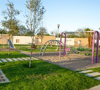 Casa club con área de juegos infantiles
